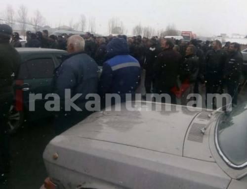 Արագած համայնքի բնակիչները փակել են Երևան–Վանաձոր ճանապարհը. պահանջում են փակել հէկ–երը