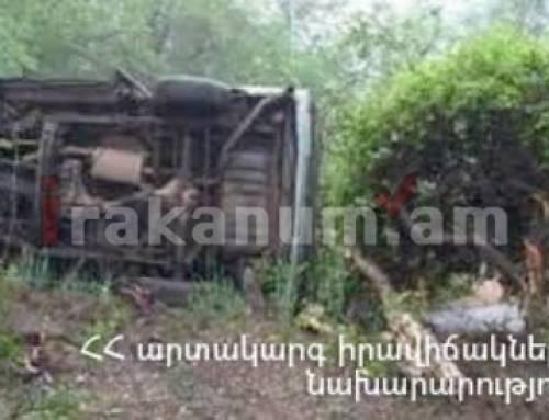 Ապարան-Քուչակ ճանապարհին Toyota Camry-ն դուրս է եկել երթևեկելի հատվածից և հայտնվել դաշտում