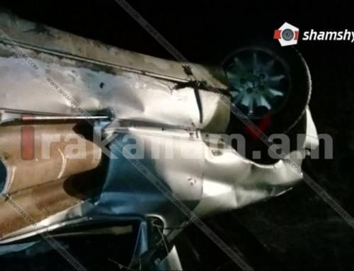 Ավտովթար՝ Բազում գյուղի տարածքում. մեքնան բախվել է արգելապատնեշին ու գլխիվայր շուռ եկել