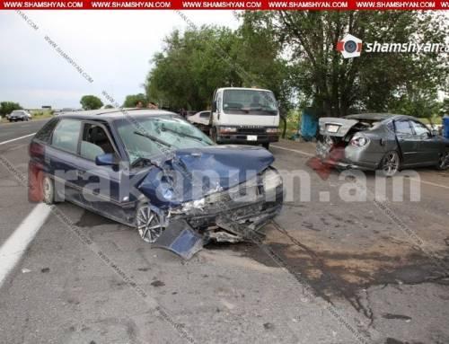 Արմավիրի մարզում Opel-ը բախվել է կայանված Nissan-ին, որն էլ վրաերթի է ենթարկել 3 հոգու