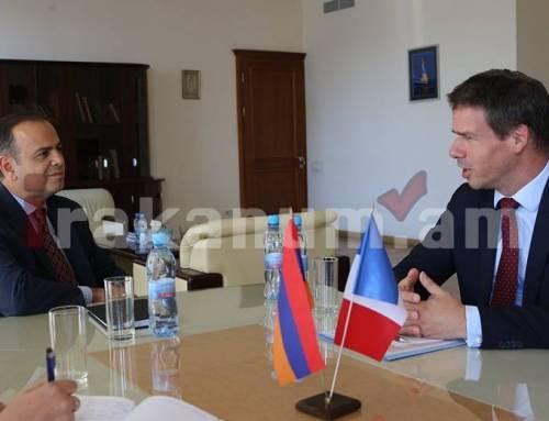 Զարեհ Սինանյանն ընդունել է ՀՀ-ում Ֆրանսիայի Հանրապետության արտակարգ և լիազոր դեսպանին