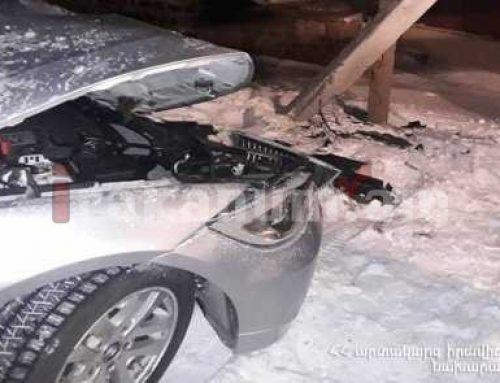 Քուչակ գյուղում «BMW»-ն դուրս է եկել ճանապարհից եւ բախվել էլեկտրական սյանը