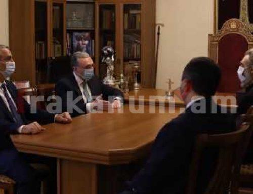 Զոհրաբ Մնացականյանը հանդիպել է Արցախի թեմի առաջնորդի հետ