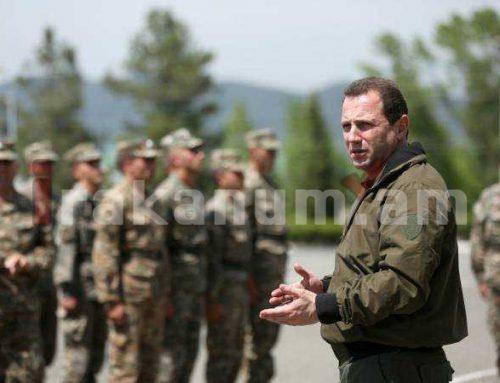 Դավիթ Տոնոյանը ՊԲ հրամանատարի ուղեկցությամբ այցելել է արցախյան մի շարք զորամասեր