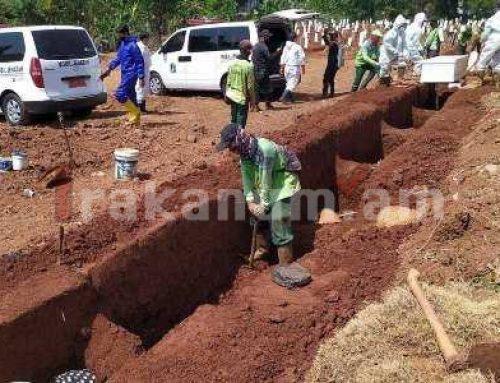 Ինդոնեզիայի իշխանությունները դիմակ կրելուց հրաժարվողներին ստիպել են գերեզմաններ փորել COVID-19-ի զոհերի համար