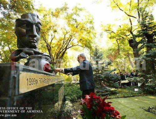Վարչապետ Նիկոլ Փաշինյանը հարգանքի տուրք է մատուցել Հոկտեմբերի 27-ի զոհերի հիշատակին