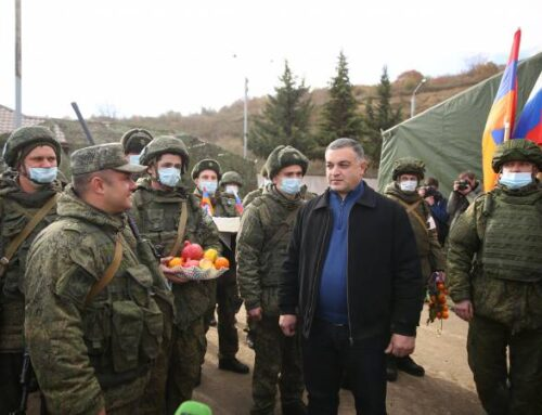 Խաղաղապահների օրն է. Ստեփանակերտի քաղաքապետն այցելել է ռուս խաղաղպահներին