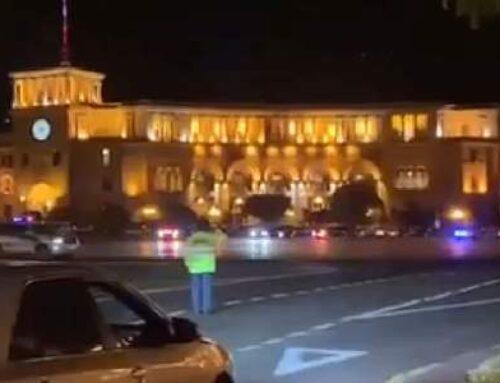 Փաշինյանի ավտոշարասյան համար ոստիկանությունը փակեց Հանրապետության Հրապարակի և մյուս փողոցների երթևեկությունը (վիդեո)