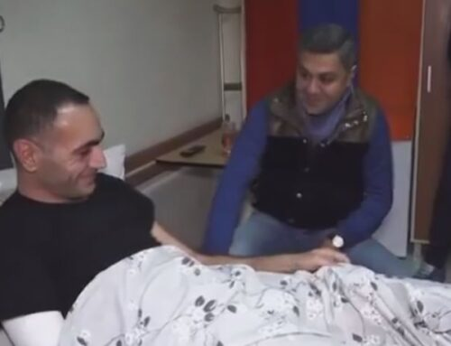 «Հայրենիք» կուսակցության նախագահ, գեներալ-մայոր Արթուր Վանեցյանը հիվանդանոցում տեսակցել է «Հայրենիք» զորախմբի վիրավոր մարտընկերոջը՝ Արթուր Նազարյանին