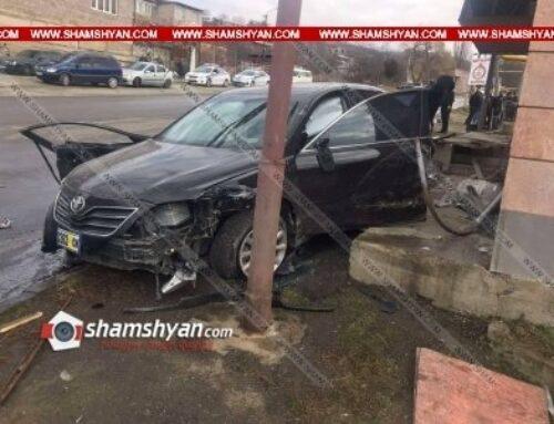 Վանաձորում բախվել են Toyota Camry-ն, Mercedes Sprinter-ն ու Volkswagen Golf-ը. կան տուժածներ