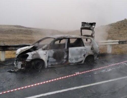 Թալին-Հացաշեն ճանապարհին «Toyota»-ն բախվել է պատնեշին և հրդեհվել. 3 մարդ այրվել է, որից մեկը՝ երեխա (ֆոտո)