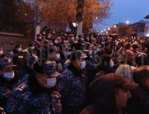 Փաշինյանի կառավարական առանձնատունը շրջափակված է մեծ թվով ոստիկաններով (ֆոտո)