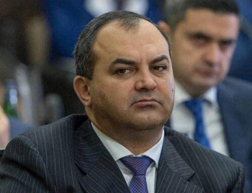 Այս պահին ՀՀ գլխավոր դատախազ Արթուր Դավթյանի առանձնատան մոտ կենտրոնացավ են ոստիկանության մեծ թվով աշխատակիցներ