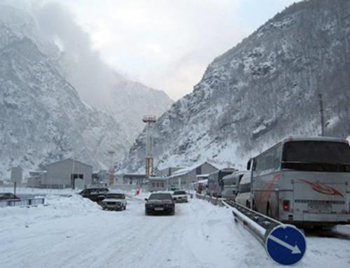 Ջերմուկ-Սարավան-«Զանգեր» և Սյունիքի բոլոր ճանապարհներին տեղ-տեղ առկա է մերկասառույց. Լարսում կուտակված է 600 բեռնատար