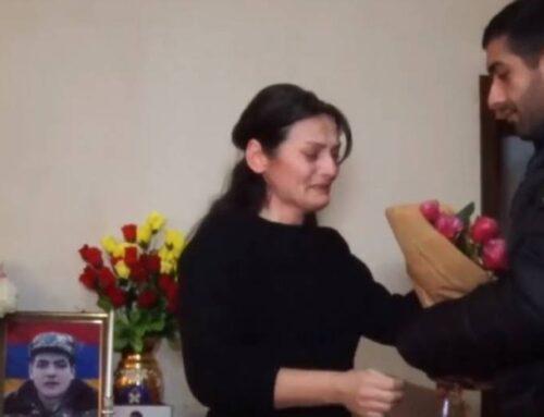 Զոհված Միքայելի մորը նրա մարտական ընկերներն են ծաղիկներ բերում. Միքայելը զոհվել է հոկտեմբերի 11-ին