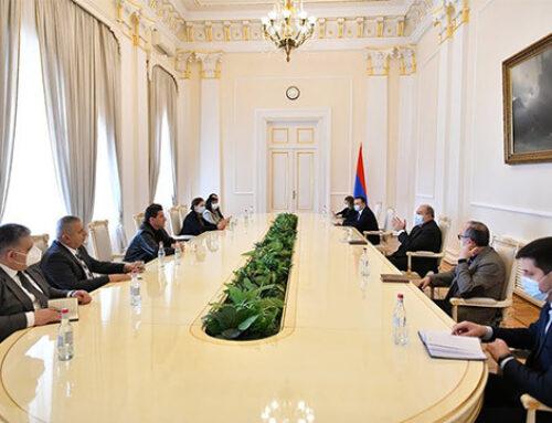 Նախագահ Արմեն Սարգսյանը հանդիպել է ԱԺ խմբակցություններում չընդգրկված մի խումբ պատգամավորների հետ