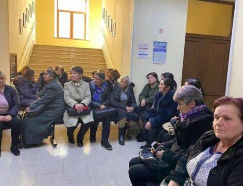 Շիրակցի գերիների հարազատները փակել են Շիրակի մարզպետարանի մուտքը