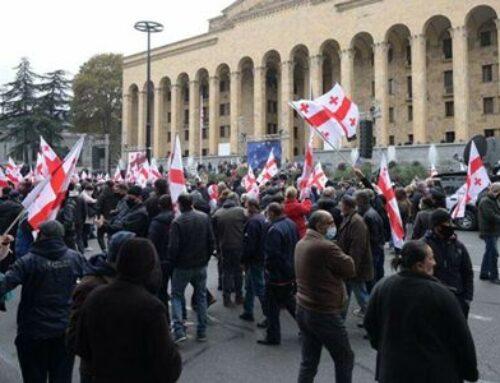 ՆԳՆ. Թբիլիսիի խորհրդարանի առջեւ բողոքի ցույցի ընթացքում յոթ մարդ է բերման ենթարկվել