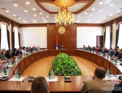 Արցախի արտաքին քաղաքական օրակարգը խաղաղությունն է. Արցախի նախագահը հանդիպել է ԱՀ ՏԿԵ նախարարության աշխատակիցների հետ