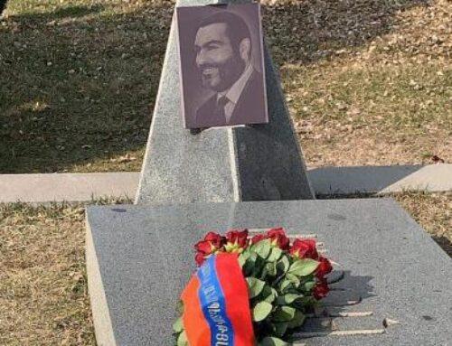 Արմեն Սարգսյանի անունից ծաղիկներ են դրվել Վազգեն Սարգսյանի շիրիմին և նրա հիշատակը հավերժացնող հուշարձանին