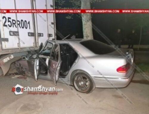 Երեւանում բախվել են Subaru-ն ու Mercedes-ը. վերջինս մխրճվել է կայանված Daf բեռնատարի մեջ. կան վիրավորներ