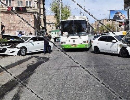 Ավտովթար Երևանում. բախվել են Kia Forte-ն ու Hyundai Sonata-ն, Hyundai-ն էլ հայտնվել է մայթին՝ բախվելով պատին