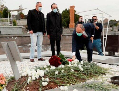 Նիկոլ Փաշինյանը հարգանքի տուրք է մատուցել Կոմանդոսի հիշատակին