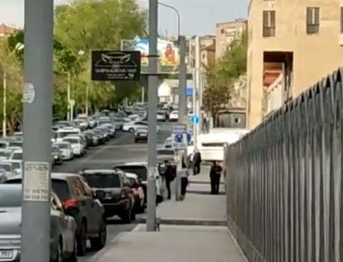 Փաշինյանի կորտեժն է անցնում. զայրացած վարորդները ձայնային ազդանշան են տալիս (տեսանյութ)