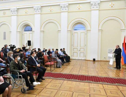 Արմեն Սարգսյանը հյուրընկալել է պատերազմում վիրավորված և բուժվող մի խումբ զինծառայողների ու նրանց հարազատներին
