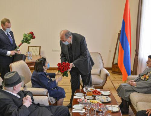 Ազատությունն ու հաղթանակը ձեռք են բերվում կամքի ու ջանքի շնորհիվ. Արմեն Սարգսյանը հյուրընկալել է պատերազմի վետերաններին