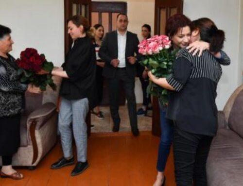 Աննա Հակոբյանն ու Լենա Նազարյանն այցելել են պատերազմում անմահացած զինծառայողի ընտանիքին