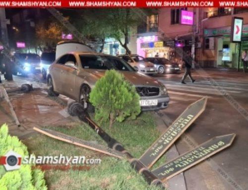 Երևանում 25-ամյա վարորդը Mercedes CLS 500–ով վրաերթի է ենթարկել 2 հետիոտնի, ապա տապալել լուսակիրն ու փողոցների անուններն ազդարարող ցուցանակը. վիրավորները տեղափոխվել են հիվանդանոց