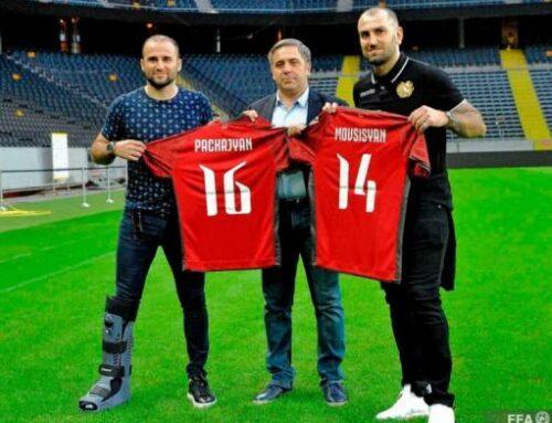 ՀՖՖ նախագահը անվանական մարզաշապիկ է նվիրել Յուրա Մովսիսյանին ու Լևոն Պաչաջյանին