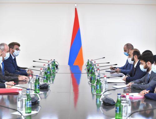 ՀՀ ԱԳ նախարարը հանդիպում է ունեցել Կարմիր խաչի միջազգային կոմիտեի փոխնախագահ Ժիլ Կարբոնյեի հետ