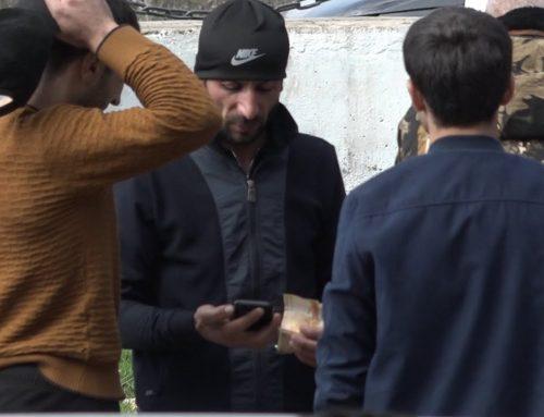 ՔՊ — ի աջակիցը` գումարը ձեռքին, շրջում է Տեղի ընտրատեղամասի մոտակայքում